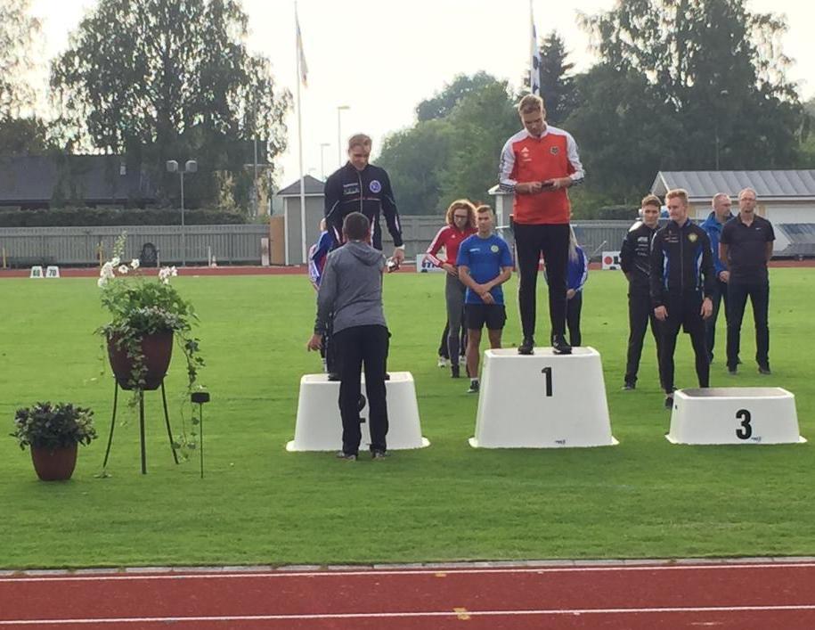 Asseri hopealle nuorten SM-kisoissa