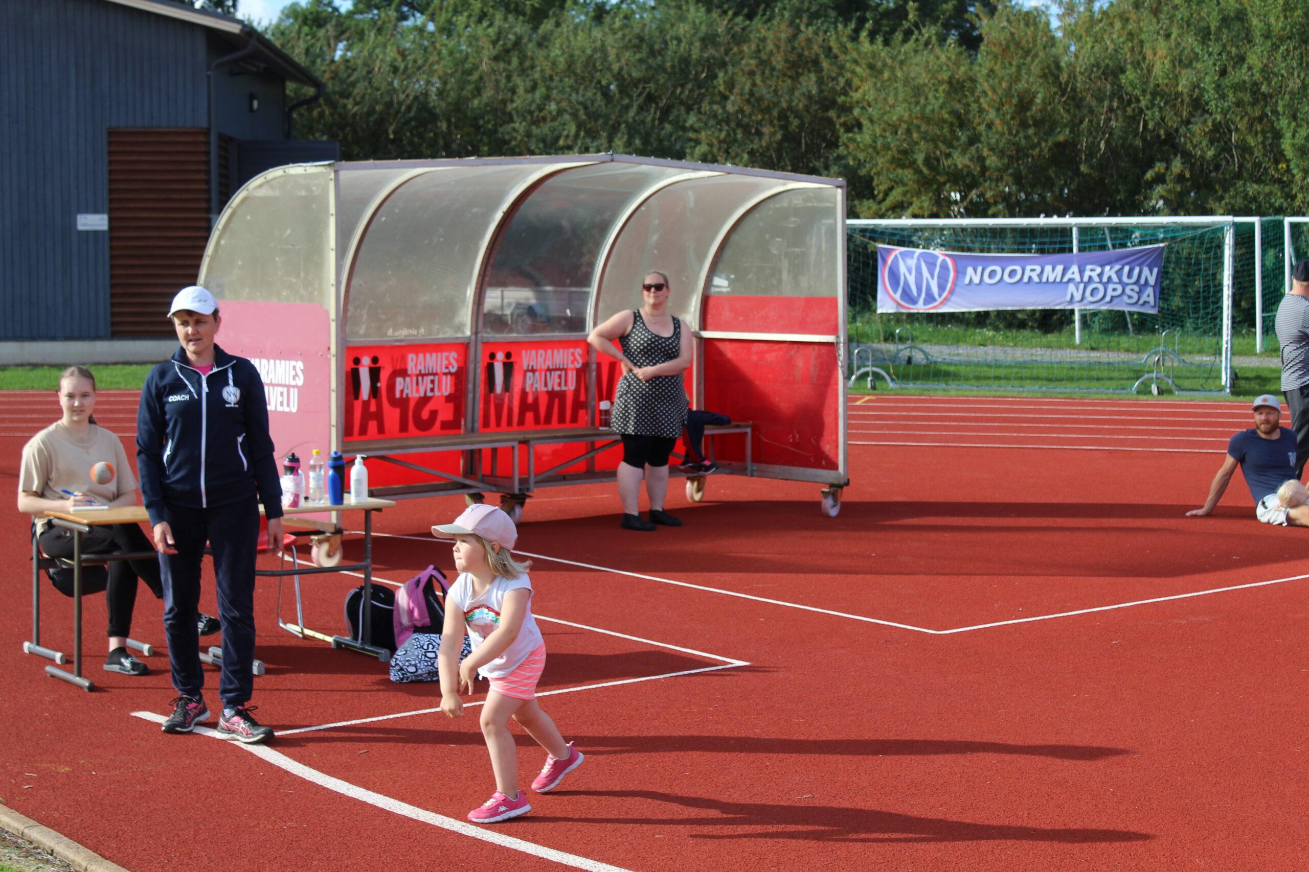 Lasten kisat urheilukentällä